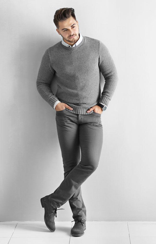 Look casual chic avec un jean gris pour homme grande taille